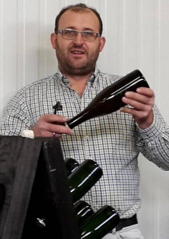 Manfred-Gruber mit Sektflasche